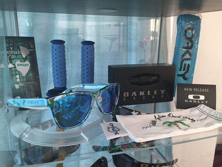 Colette Blue Chrome Frogskins - See more pics: http://www.oakleyforum.com/threads/recent-collection-additions.42300/
