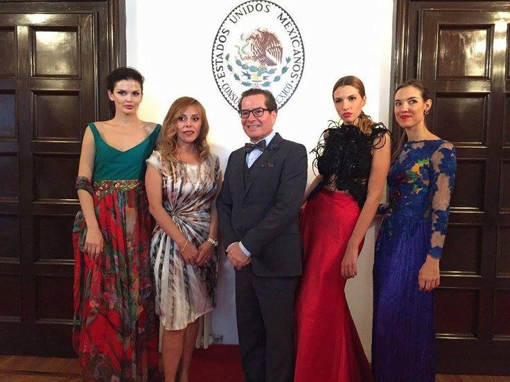 #PacoMayorga Agradezco mucho el grandioso apoyo que recibí del Consulado de México en Milán, en especial de su titular, Marisela Morales Ibañez;  para poder realizar un #ShowRoom durante la semana de la moda en Milán, Italia. Muchas gracias por la inigualable hospitalidad y las atenciones que recibí. ¡¡¡Fue una experiencia maravillosa!!! #DiseñosExclusivos #AltaCosturan #Milán #México  @Consulado de México en Milán