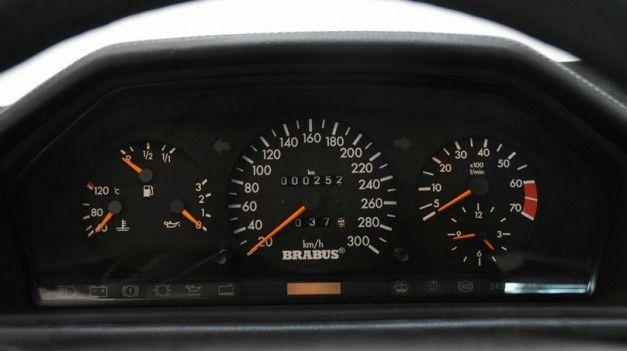 Mercedes-Benz W124 Brabus 6.5 dash