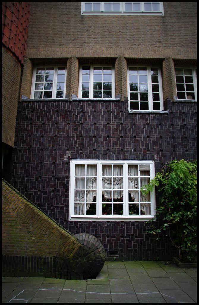 221 best architecture amsterdamse school images on pinterest amsterdam school school - Deco moderne woning ...