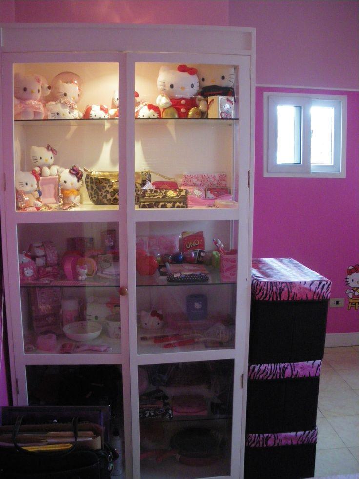 hello kitty room shelf