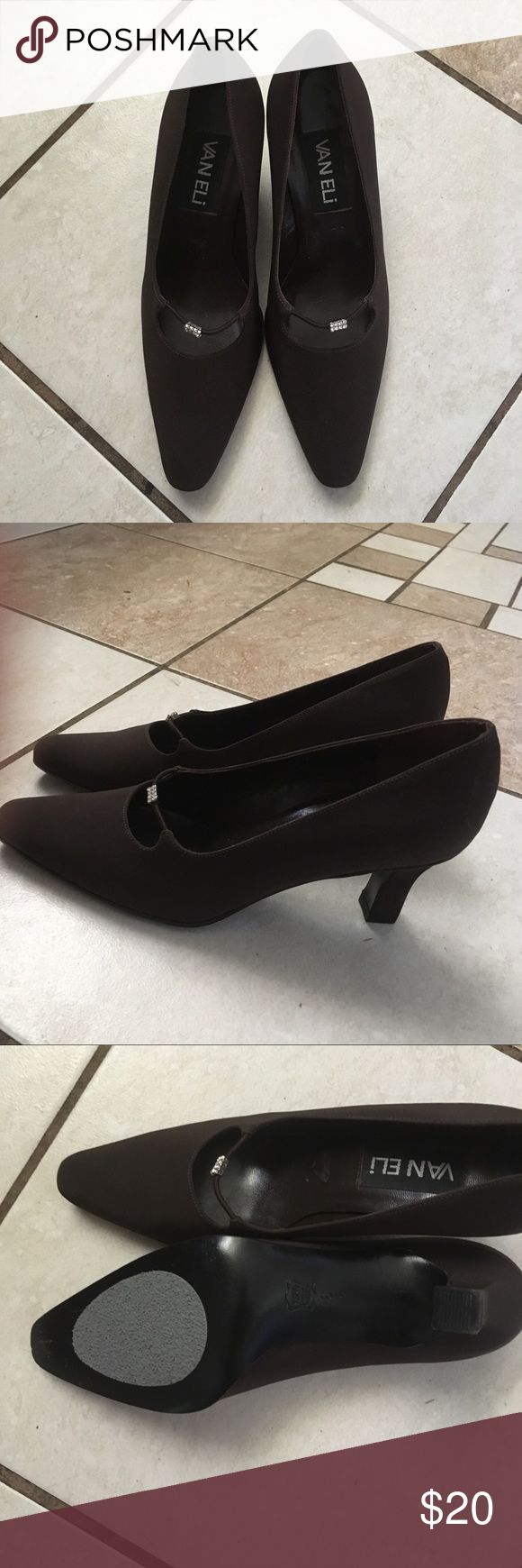 Dark brown shoes Beautiful shoes in excellent condition. Like new. Size 6M Vaneli Shoes