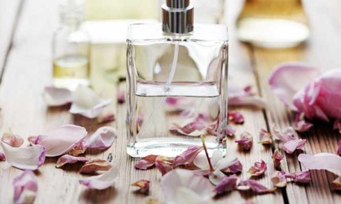 Cómo hacer perfume casero de limón. Con las siguientes recetas que te presentamos aprenderás a hacer colonias caseras de limón, entre otras fragancias.
