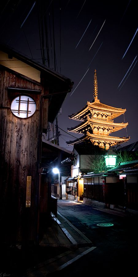 Pagoda Kiyomizu temple at night. Kyoto, Japan