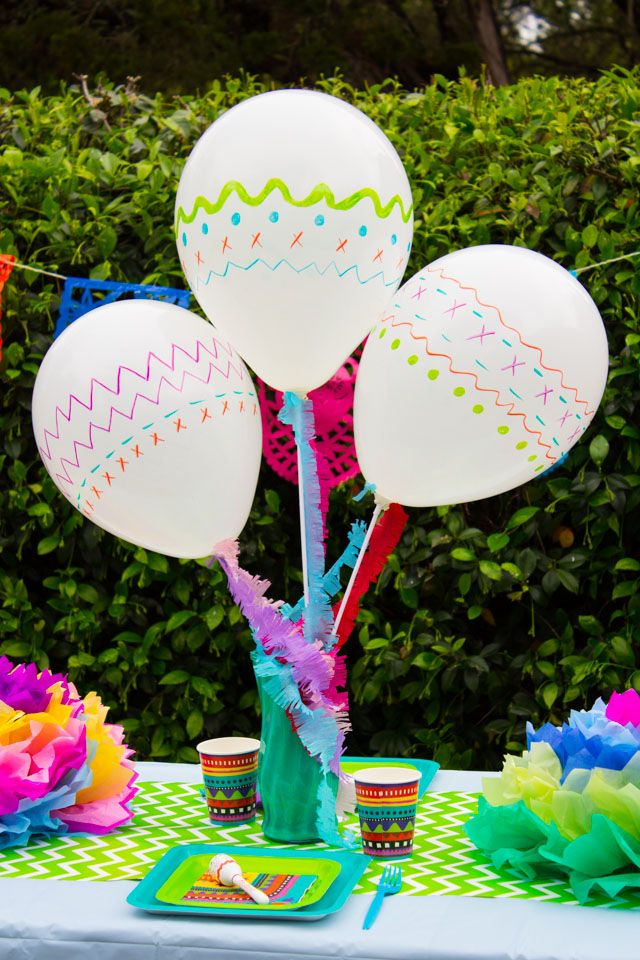 Make these DIY maraca-inspired balloons for your fiesta or Cinco de Mayo party!