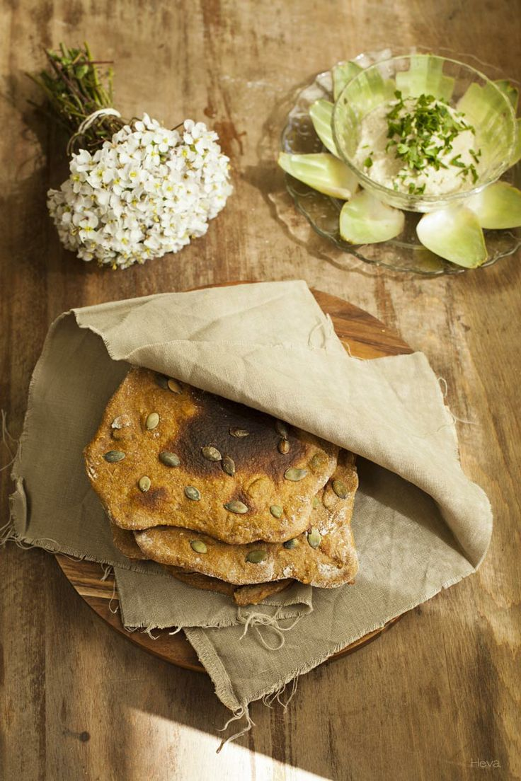 Tarjeta d embarque: Paté de alcachofas y pan plano de calabaza