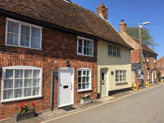 MARINERS COTTAGE * ORFORD * Traditional Fisherman's Cottage within a few Yards of the Quay