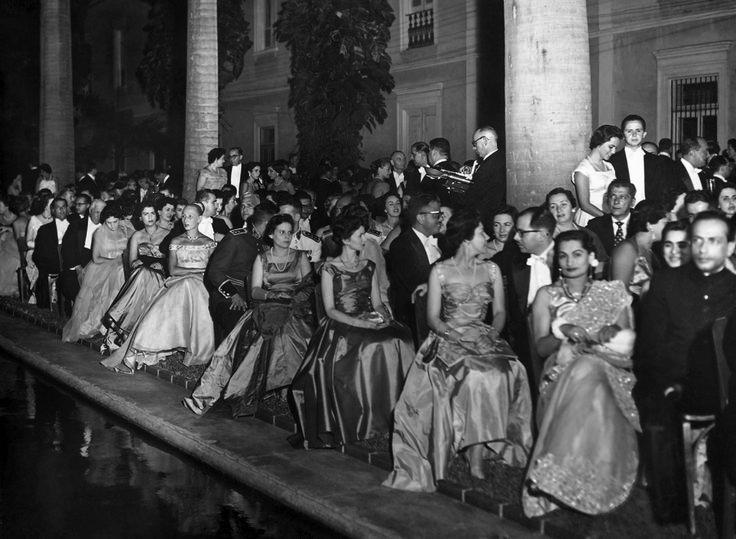 Baile de gala no Palácio do Itamaraty, por ocasião da posse do presidente Juscelino Kubitschek  Rio de Janeiro, 1º de fevereiro de 1956. Correio da Manhã