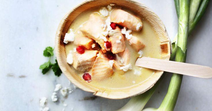 Den här fisksoppan kommer bli familjens nya favorit! En god soppa som går att förändra i oändlighet med just din familjs favoritingredienser.Dekorera soppan med barnens favoritfrukt, läckert för ögat, gott för barnet och kanske hittar du ett nytt favoritrecept!Vill du prova fler goda fiskrecept? Prova denna supergoda Fiskgratäng - to die for och Lax i ugn på smördegsbädd.