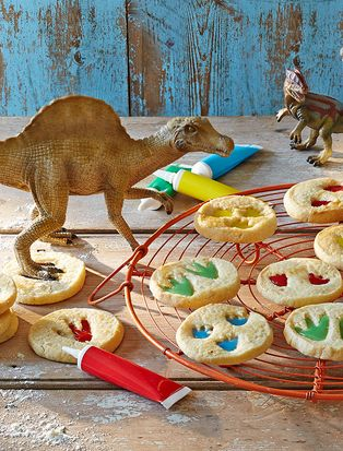 Get your roooaaarrrr on with these cute and creative dinosaur biscuits. Your little helpers will love stamping a dinosaur's foot in the dough and decorating the imprints with icing.