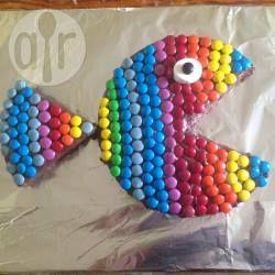 Für den Regenbogenfisch braucht man keine spezielle Form, nur einen runden Kuchen. Ein super Geburtstagskuchen für den Kindergeburtstag. Rezept und Anleitung gibts auf Allrecipes. Kuchen als Fisch verzieren, Arielle Party, Beach Party @ de.allrecipes.com