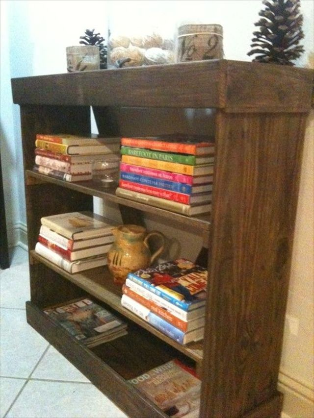 DIY Bookshelf Ideas with Pallet Wood   Pallet Furniture Plans Like our Facebook page! https://www.facebook.com/pages/Rustic-Farmhouse-Decor/636679889706127