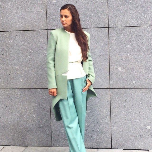 Пастельные тона всегда в моде, особенно если это нежные оттенки мяты!Блузка Demurya 6300, брюки Mari Axel 12000, пальто NDOMBI STELLA 45000#1bridgestore