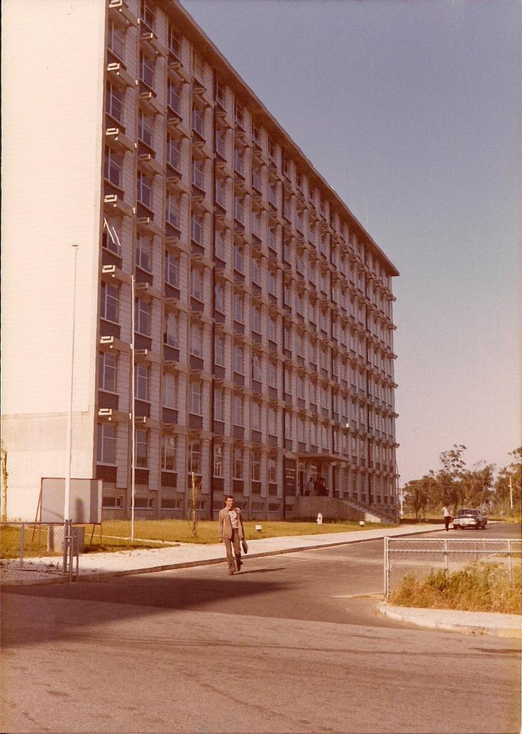 Instituto de Meteorologia, Lisboa, 1979.  Fotografia de AJDSam, in Panorâmio.