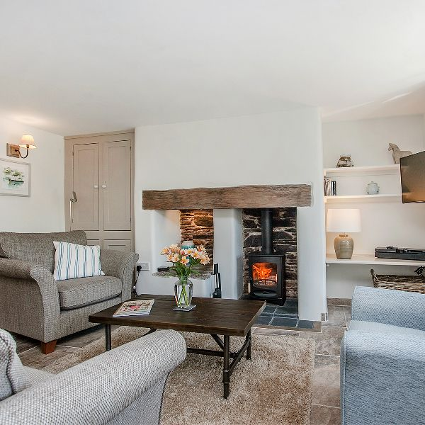 We love the clean, modern yet cosy interior of Lilac Cottage, near South Pool, South Devon.  Light and bright but with charming original features makes this super stylish cottage perfect place for a holiday, no matter the season