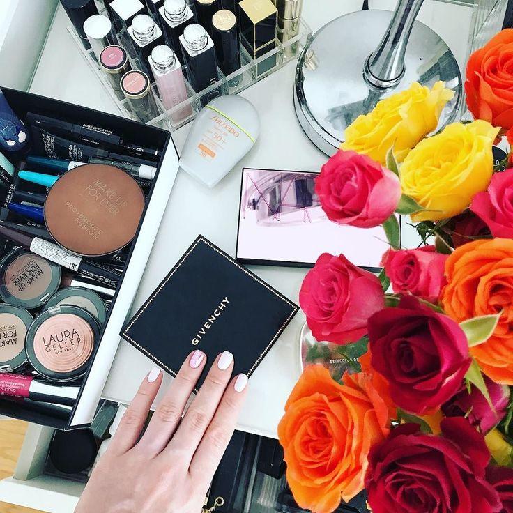 Ваша покорная таки психанула и перешла на гелевый маникюр и педикюр :) не знаю куда теперь девать все лаки но в связи со скорым прибавлением в семействе боюсь на раскрашивание ногтей не будет оставаться времени и сил так что решила перейти на такой варик чтобы делать это раз в месяц и не париться  Удобно ащщщщееее! #lizaonair #pregnancy #32weekspregnant #makeup #makeupcollection #коллекциякосметики #маникюр #givenchyrussia #narsrussia #makeupforeverrussia #shiseidorussia