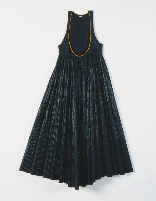 """""""Ντούλα"""". Φόρεμα από την Κύμη (Εύβοια)./""""Doula"""" dress from Kymi (Euboea). // Πελοποννησιακό Λαογραφικό Ίδρυμα (Peloponnesian Folklore Foundation)"""