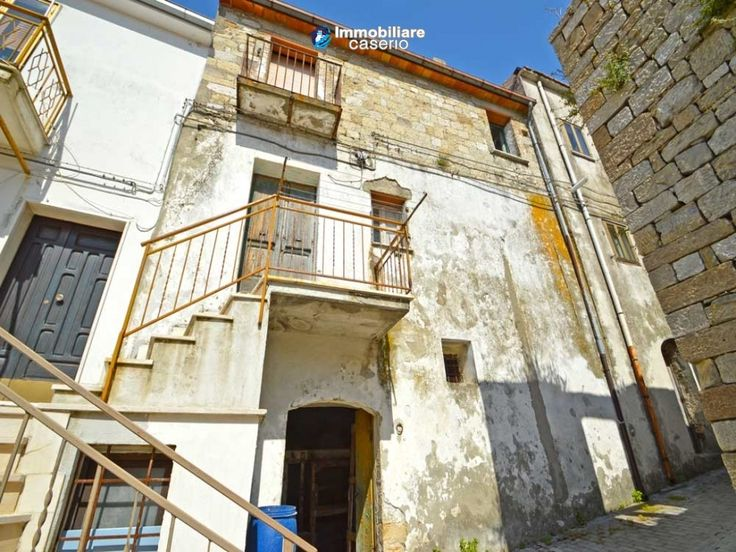 http://immobiliarecaserio.com/House_to_be_restored_with_mountain_views_and_the_sea_for_sale_in_Italy_Molise_2184.html