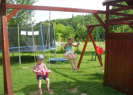 Szülinapi gyerekzsúr a Pollushof Panzióban már 5 főtől, játékteremmel, mozizással, korlátlan popcorn és szörp fogyasztással!