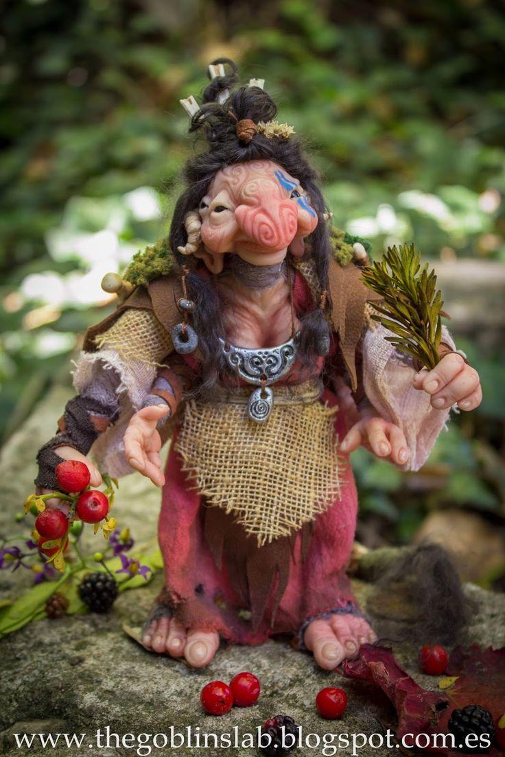 Ooak Fantasy Doll. Mythical Creature. Healer Goblin. Criaturas Mágicas de Fantasía hechas a mano, por el artista plástico Moisés Espino. The Goblin´s Lab. Madrid, España. Criaturas de leyenda 100% hechas a mano y alimentadas en casa. Duendes, Hadas, Trolls, Goblins, Brownies, Fairies, Elfs, Gnomes, Pixies....y un sin fin de otras más.  LINKS del artista: http://thegoblinslab.blogspot.com.es/ https://www.etsy.com/shop/GoblinsLab http://goblinslab.deviantart.com/
