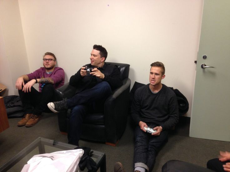 """13.Jan. 21, NYC:  Playing FIFA with Hayden """"Game Face"""" Coplen of Sir Sly at the Cherrytree NYC office."""