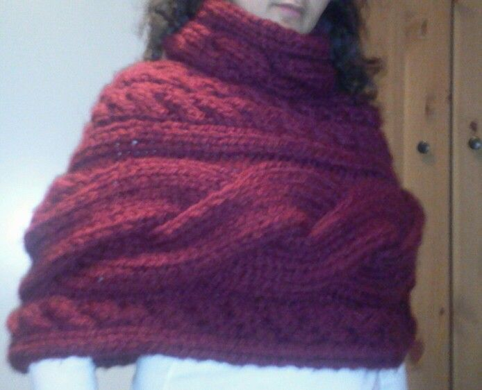 cosy knit poncho...it's so warm ... love it so much ...and it was such fun to knit <3