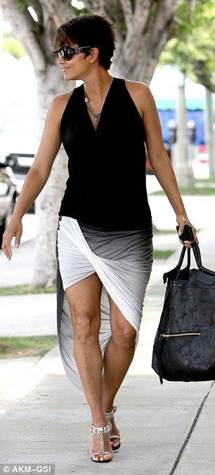 Slightly bonkers but I like the way Halle's still determined to work those fabulous pins #bumpychic