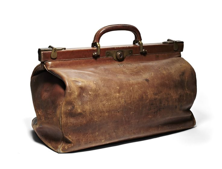 That's the thing about bags from The Bridge - the more worn, used and battered they get, the better they look! #improvewithage #vintagestyle