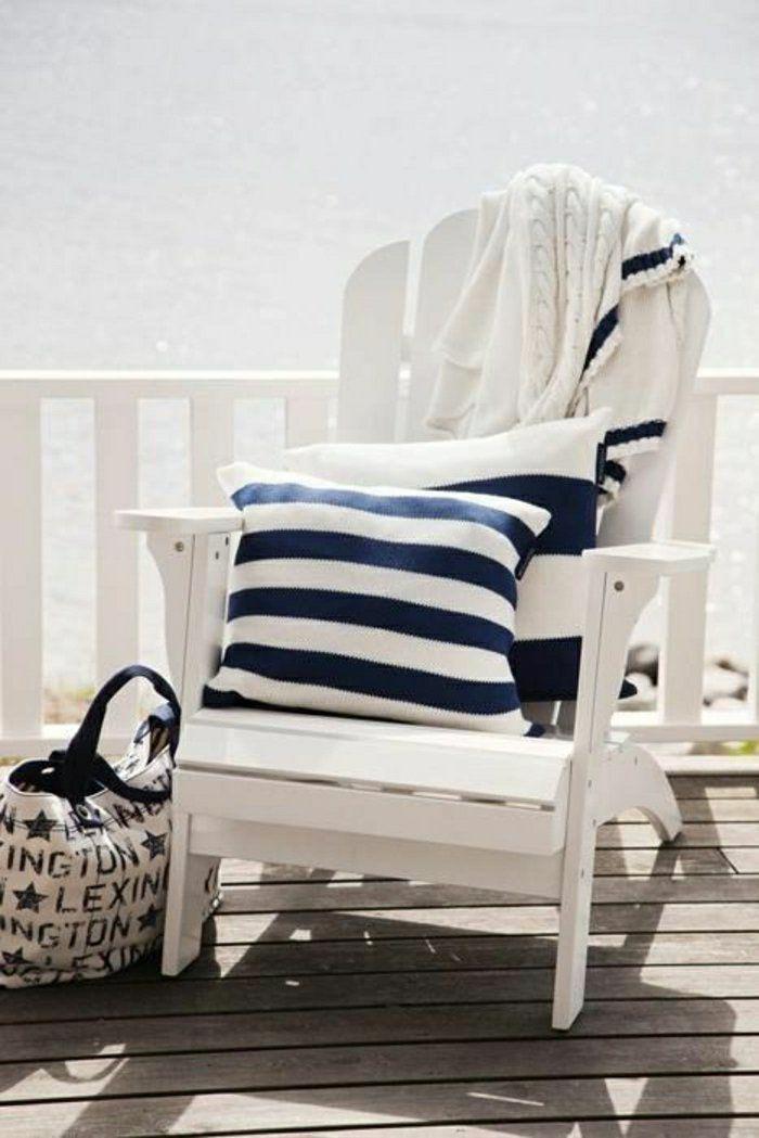 véranda bord de mer, chaise blanche en bois, chaise style marin en bois,belle vue
