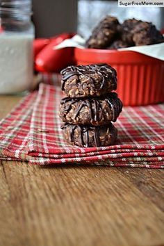 No Bake Sugar Free Chocolate Peanut Butter Oat Cookies / sugarfreemom.com