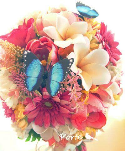 青い蝶とプルメリアのティアドロップブーケ ウェディングブーケ・花冠・通販専門店「ぽると」