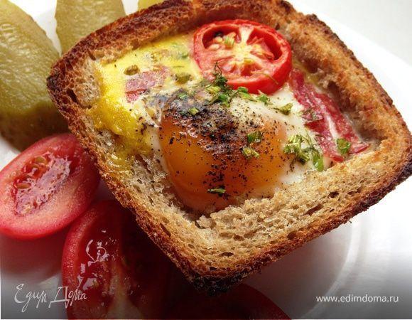 Экспресс завтрак. Ингредиенты: яйца куриные, колбаса, зелень