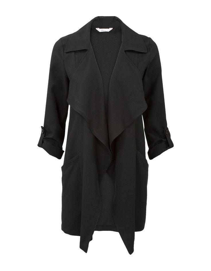 """Zwarte blazer met lange mouwen en een openvallende halslijn. Voorzien van steekzakken en ophaaltjes bij de mouwen, waardoor je deze lange blazer ook met driekwart mouwen kunt dragen. Valt op het bovenbeen. Gemaakt van polyesterkwaliteit. <br /> Deze blazer is ook verkrijgbaar in <a href=""""http://www.missetam.nl/blazer-zwart/nl/product/80790/"""">de Plus collectie</a> van maat 44 t/m 54.<br />"""