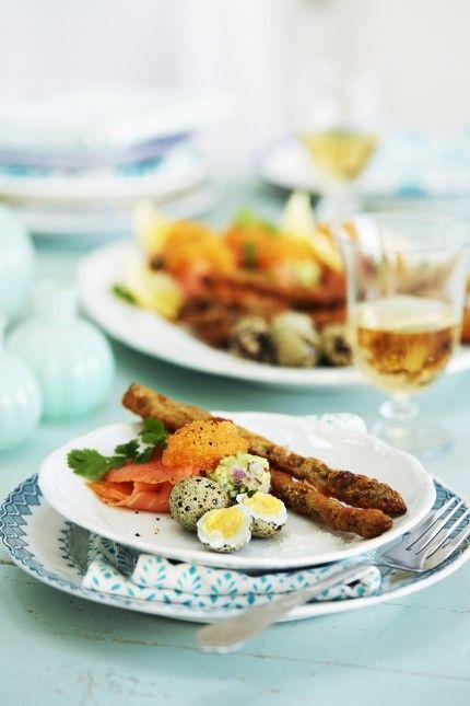 Förrätt Påsk   Friterad sparris med kokta vaktelägg och avokadokräm