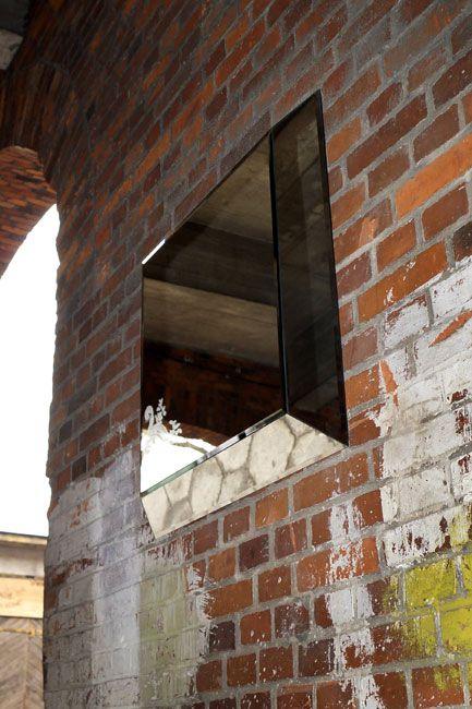 SZKLO-LUX Jaroslaw Fronczak | SPIEGEL Mi-03 - Die Spiegel gelten seit Jahren als ein hochgeschätztes Element der Innenausstattung, sie heben das Aussehen von Badezimmern hervor, geben jedem Raum eine ganz individuelle Note und schaffen eine einzigartige Stimmung. Die Firma Szkło-Lux bietet eine umfangreiche Auswahl an Wandspiegeln mit einer innerhalb von Spiegel befindlichen Gravur, die in der 3D-Technologie im Glas lasergraviert ist.