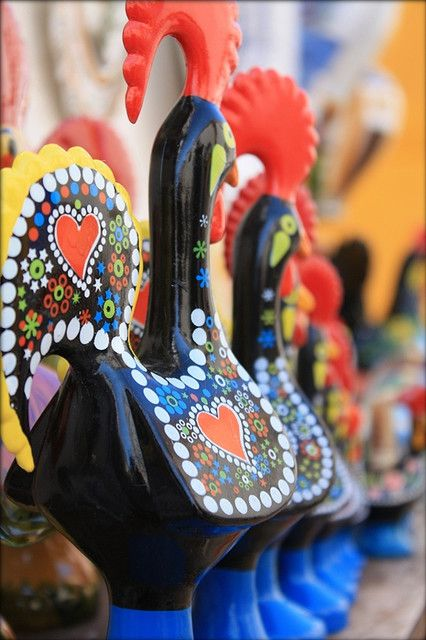 Voyages, trade marketing, séminaire, incentive, jeux-concours. Ailleurs Communication www.ailleurscommunication.fr Portugal....Galo de Barcelos....every Portuguese home must have one! Voyage insolite, Version Voyages, www.versionvoyages.fr