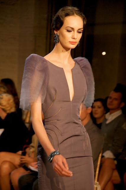 Zac Posen: Fashion Weeks, Evening Dresses, New York Fashion Week, 50 S Dresses, Filipiniana Dress, Zac Posen Filipiniana, Spring Summer, Posen Dress, Posen Filipiniana Terno