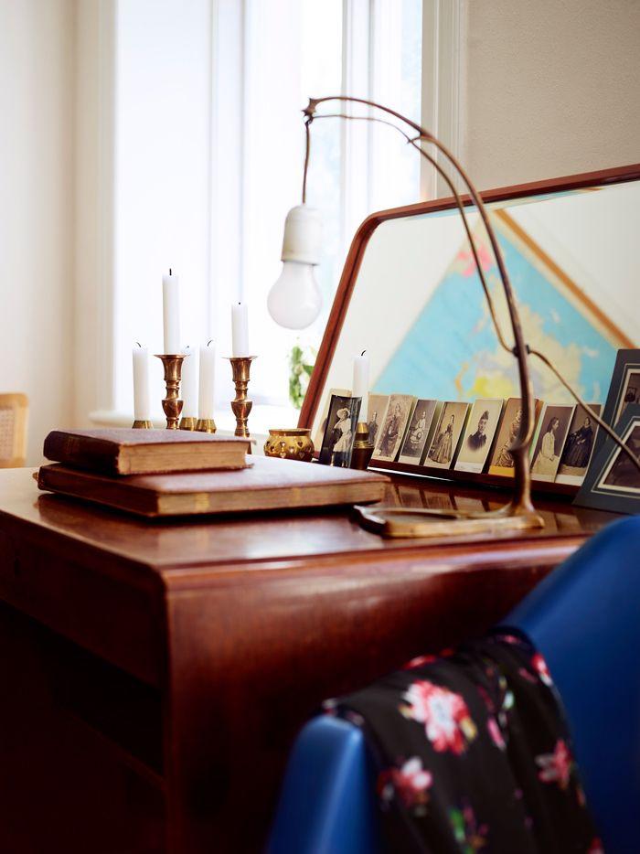 skrivbord-loppisfynd-liten-lampa-foto-idha-lindhag | ELLE Decoration
