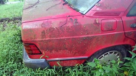 Así se devuelve a la vida un mítico Mercedes-Benz 190 E abandonado durante años - https://tuningcars.cf/2017/08/25/asi-se-devuelve-a-la-vida-un-mitico-mercedes-benz-190-e-abandonado-durante-anos/ #carrostuning #autostuning #tunning #carstuning #carros #autos #autosenvenenados #carrosmodificados ##carrostransformados #audi #mercedes #astonmartin #BMW #porshe #subaru #ford