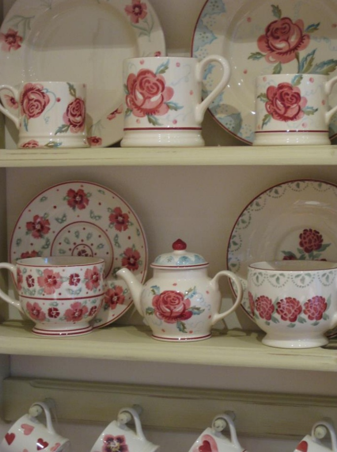 Emma Bridgewater Mary MacCarthy Rose Dollies Teapot (Emma Bridgewater Official Facebook Page)