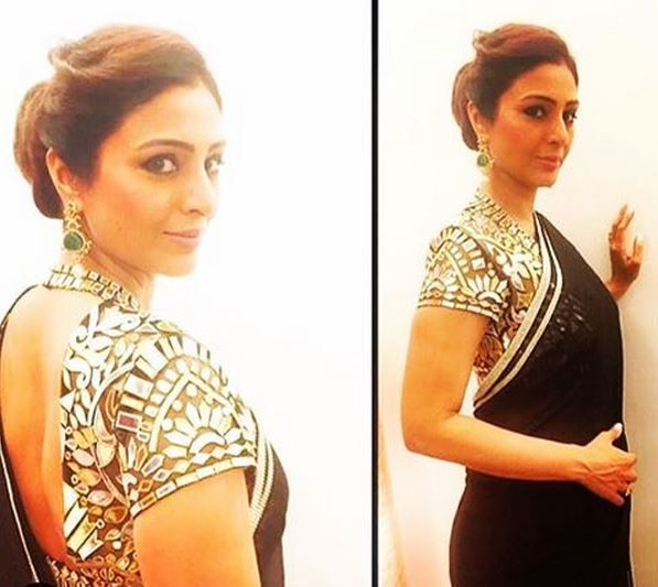 #Tabu was drop dead glamorous in a black  #AbuJaniSandeepKhosla sari with a breathtaking choli in mirror tukdi work.