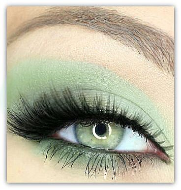 Vegan mineral eye shadow in Spearmint by paintedlips, $8 Etsy.  The soft/light green eye color is well complemented by the shadow.