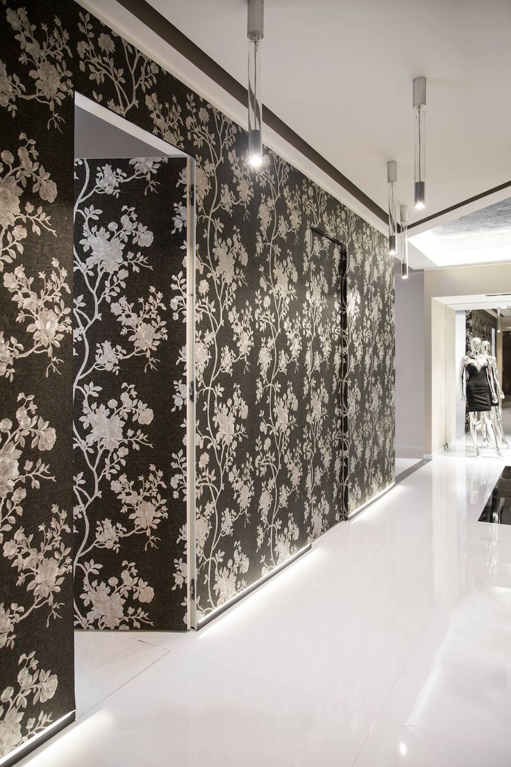 The design of Syntesis Collection meets the glamour of Roberto Cavalli wallpapers. #deco #decoration