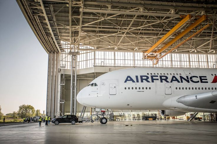 Un Porsche Cayenne a tractat un Airbus A380 Air France (VIDEO)