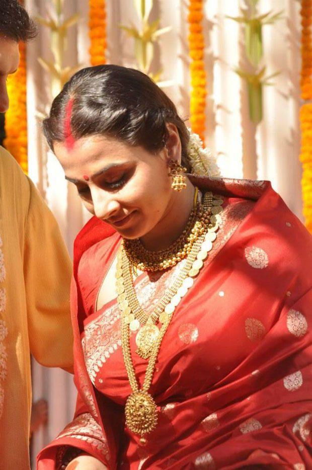 Vidya Balan on wedding day wearing custom designed jewelry from Amrapali Jewels.