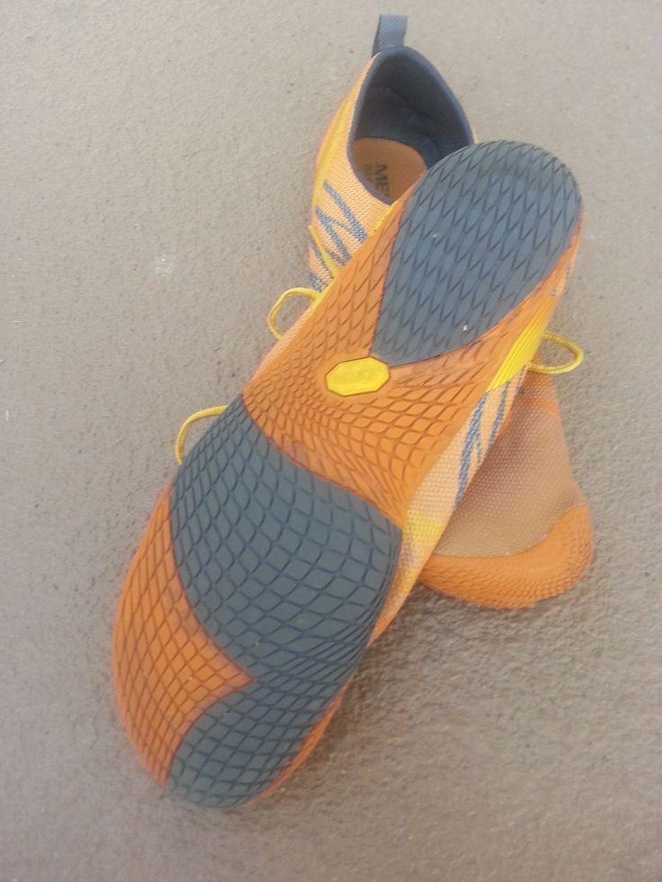Merrell Barefoot Run Vapor Glove.  Grippy Vibram sole follows the contours of the foot. #barefootrunning