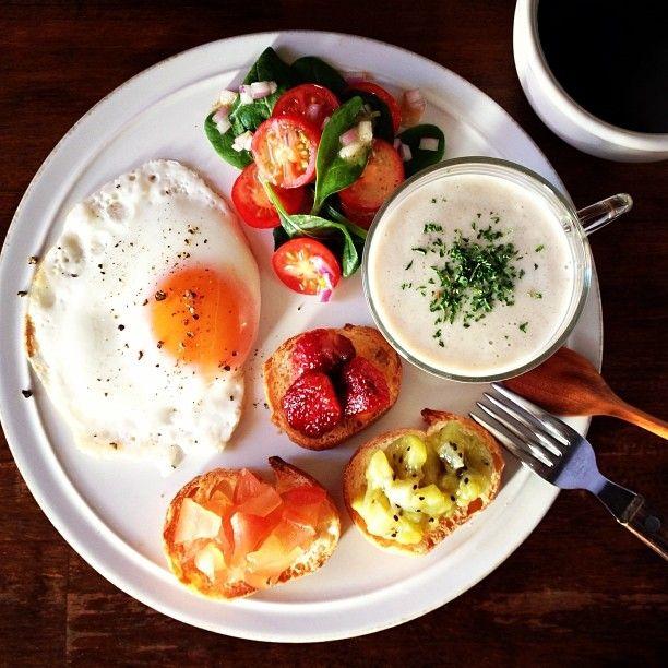 .@keiyamazaki | Today's breakfast. Mushroom soup. きのこのポタージュ。派手すぎるね | Webstagram