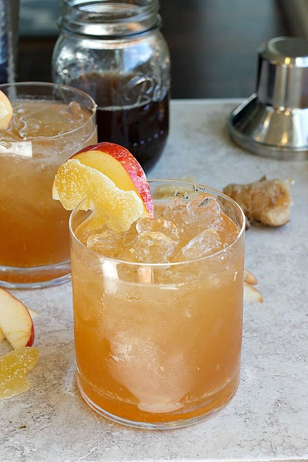 Apple Ginger Smash - Spicy, lemony, and slightly sweet, this Apple Ginger Smash is a perfect Fall cocktail for any celebration!