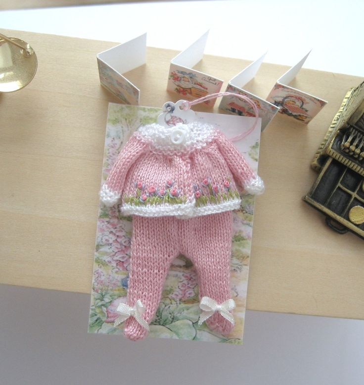 Knitting Patterns Small Dolls Clothes : 218 best images about Things I love on Pinterest Polymers, Miniature and Sc...