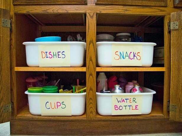 Grab-and-Go Kids' Pantry: Keep what kids need w/in reach to build confidence and save time. >> http://www.hgtv.com/homekeeping/how-to-reduce-clutter-to-reduce-stress/pictures/page-14.html?soc=pinterest